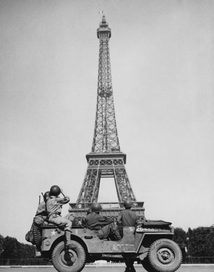 EIFFEL TOWER - 1944