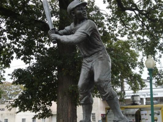 Jackie-Robinson-Park-Statue
